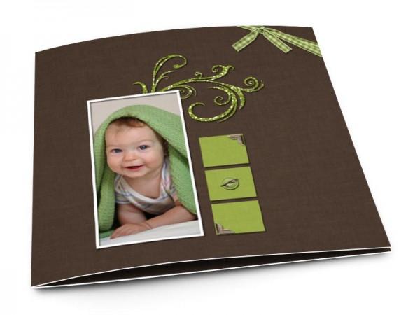 Faire-part baptême - Ornements verts sur fond marron