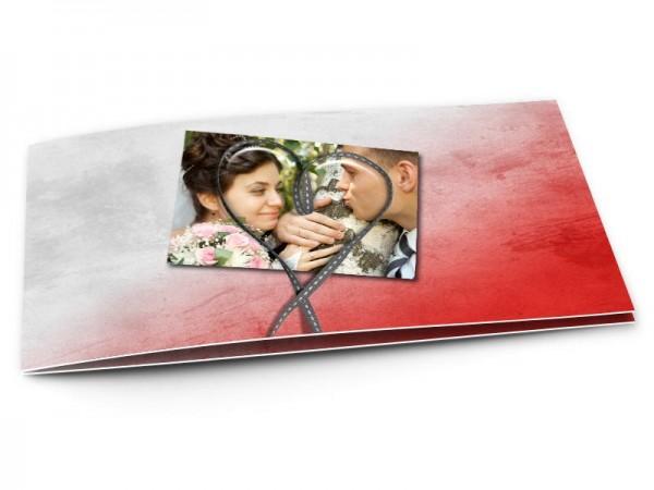 Remerciements mariage - Coeur gris posé sur dégradé de rouge